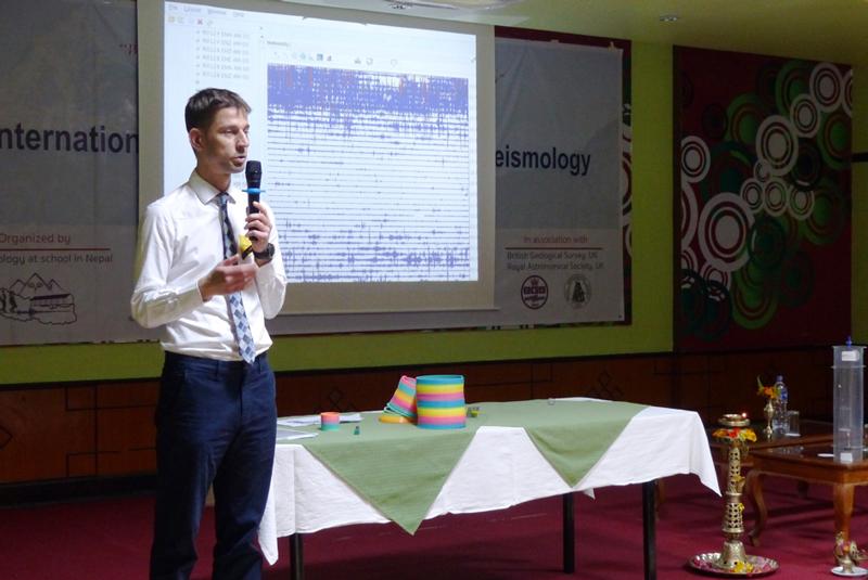 La red de sismógrafos instalados en escuelas de Nepal permitió colectar datos en tiempo real y educar a la comunidad local sobre los terremotos.