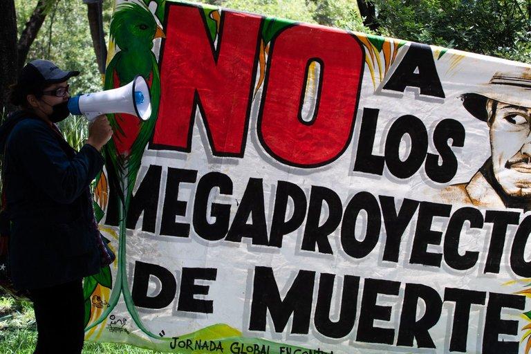 Manifestación en contra de megaproyectos en México (2020). Foto: Cuartoscuro.